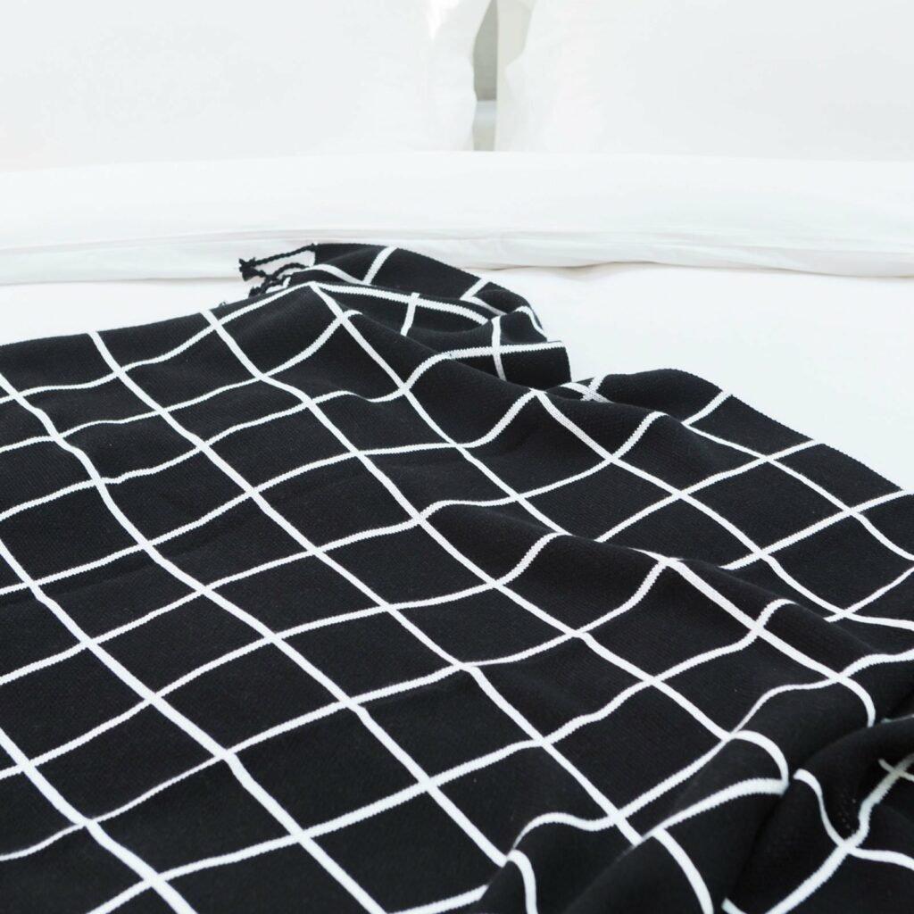 throw jacqard with tassel black+white 130x180 4