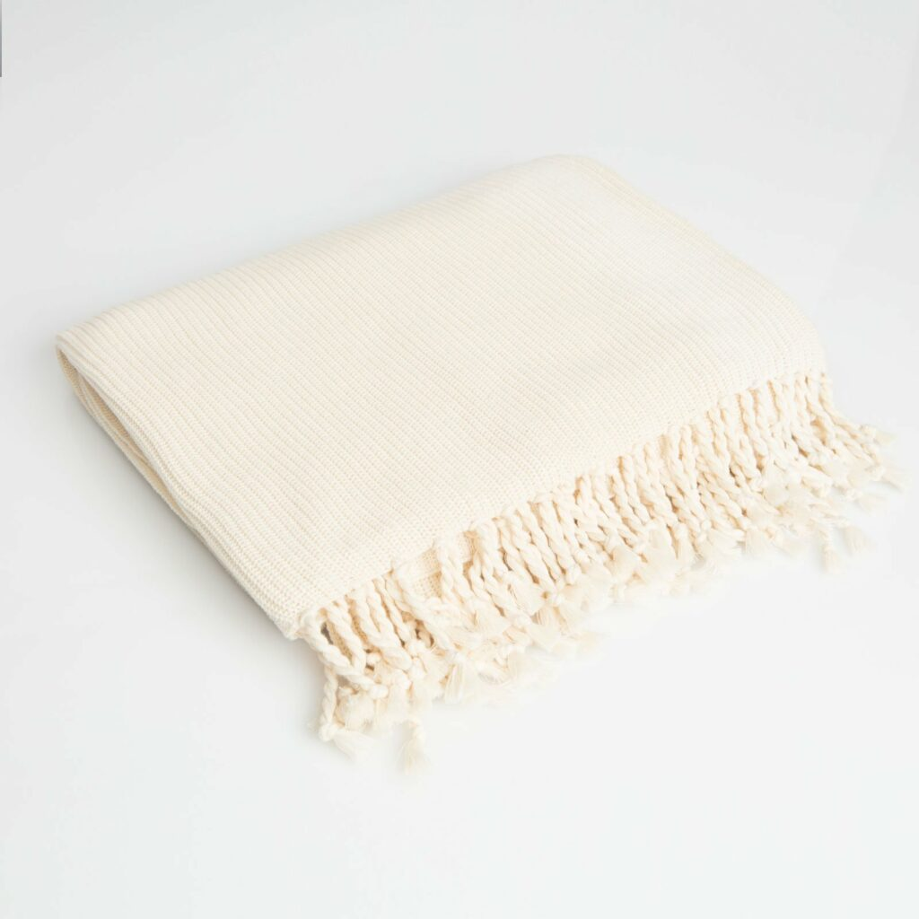 throw tuck with tassel natural 130x180 1