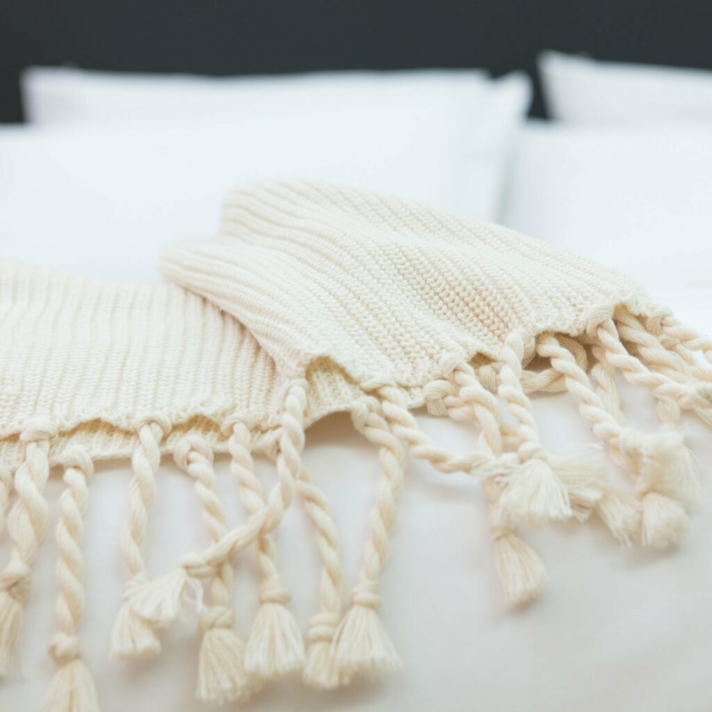 throw tuck with tassel natural 130x180 3